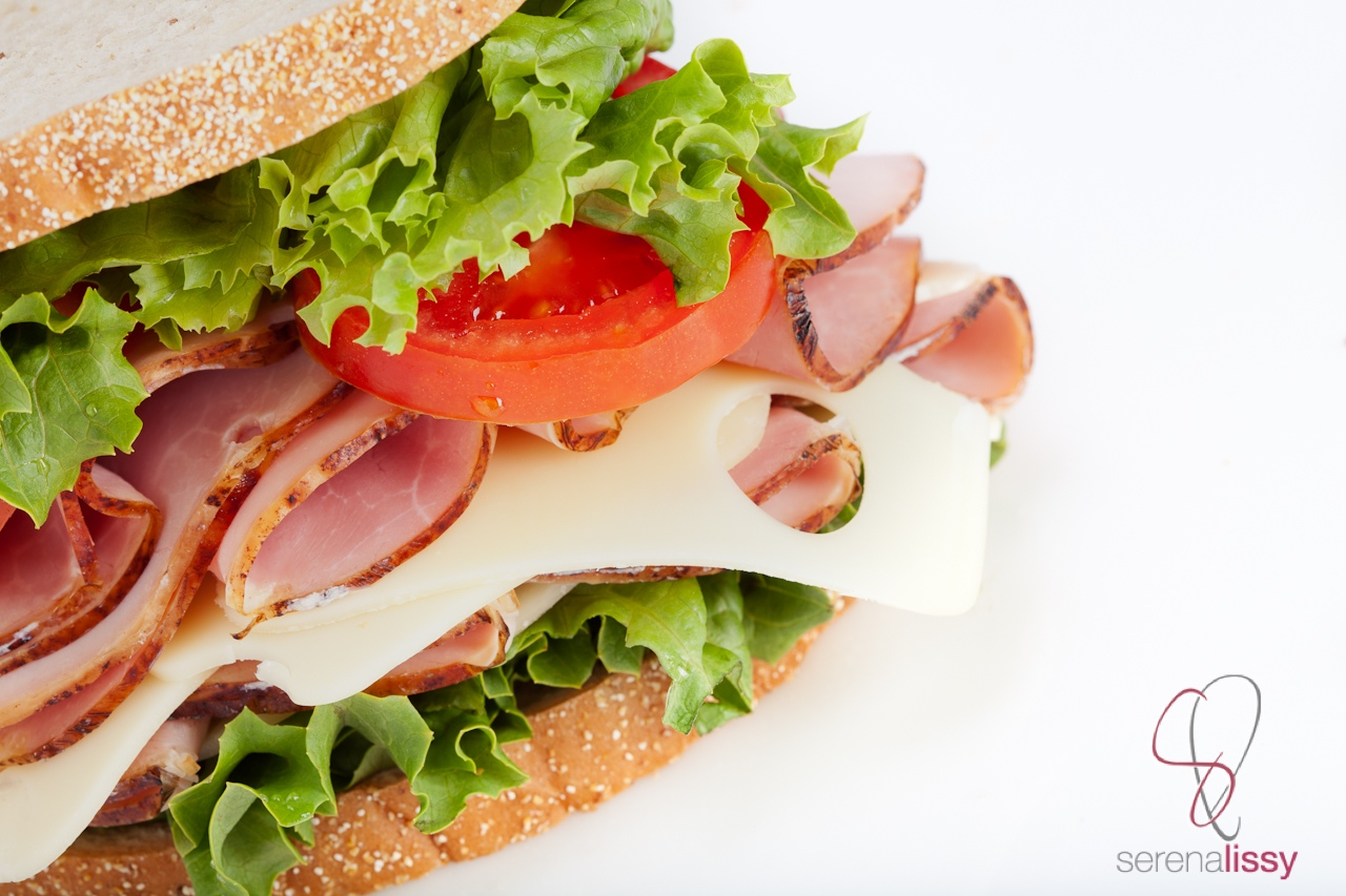 Ham_Sandwich_with_lettuce