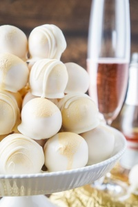 strawberry-champagne-cake-balls-recipe