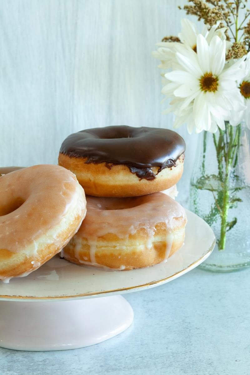 F16 Example of Donuts and flowers in focus